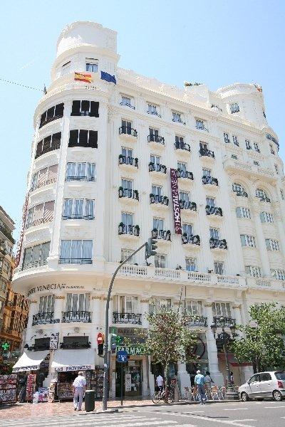http://www.hotelbeds.com/giata/00/000594/000594a_hb_a_001.jpg