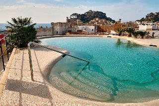 Hotel delfin en girona for Piscina delfin madrid