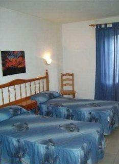 Hotel alondras park en costa del silencio tenerife desde for Habitacion familiar tenerife
