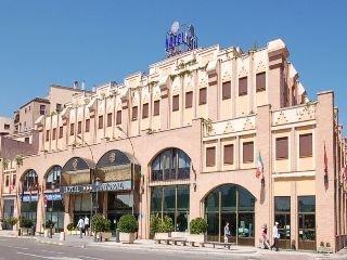 http://www.hotelbeds.com/giata/00/001209/001209a_hb_a_001.jpg