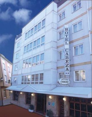 hotel Cabeza en la población de Noreña
