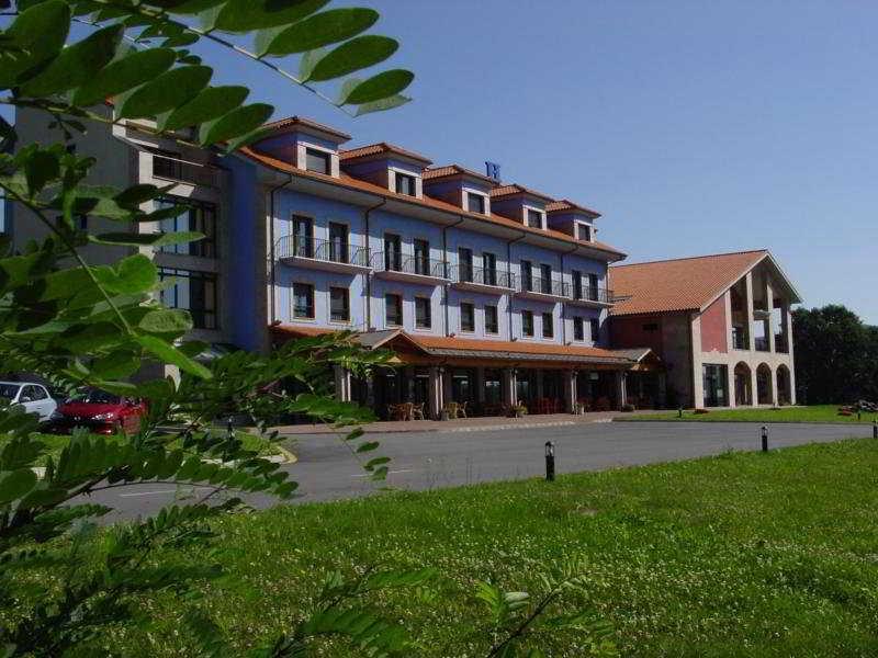 hotel Cristina en la población de Noreña