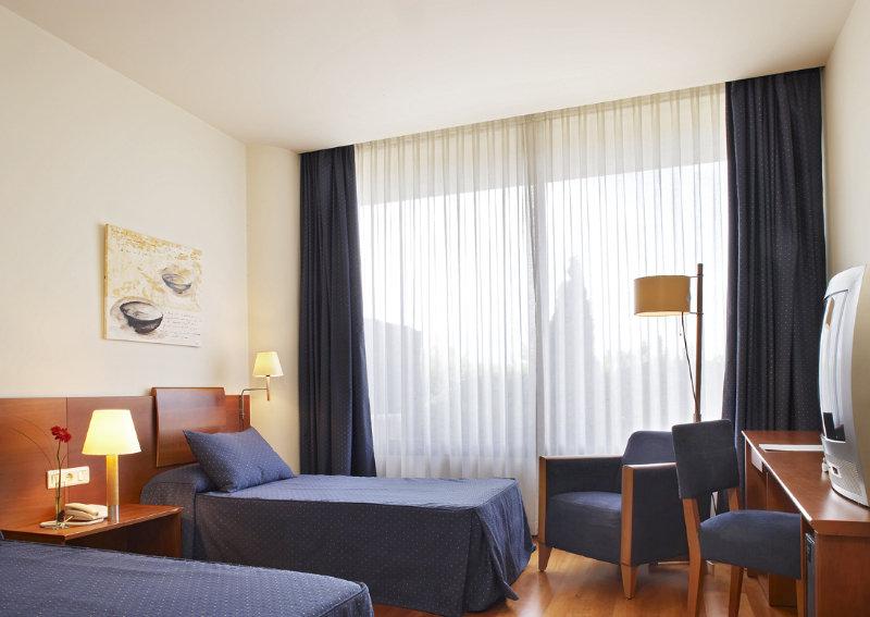 Hotel apartamentos arrahona for Hoteles originales cataluna
