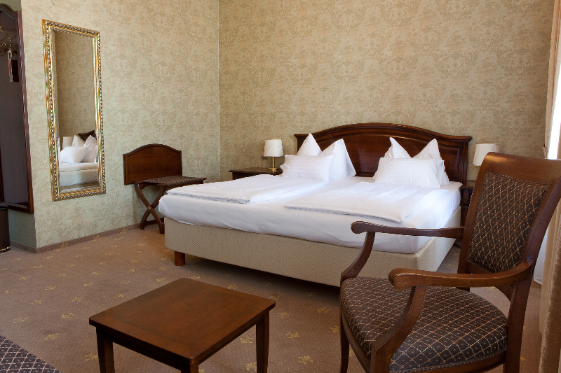 vienna travel deals air canada vacations. Black Bedroom Furniture Sets. Home Design Ideas