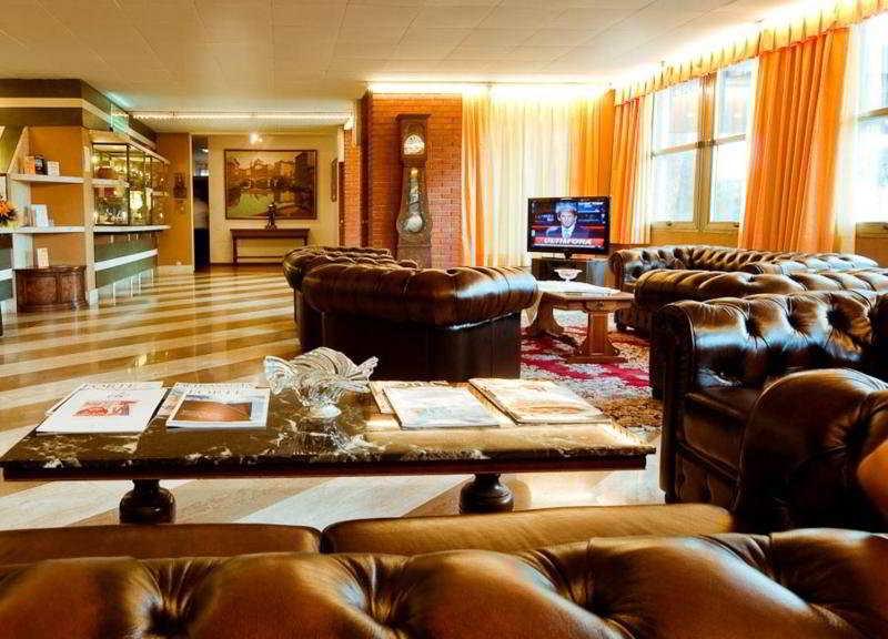 Park Hotel California:  Lobby