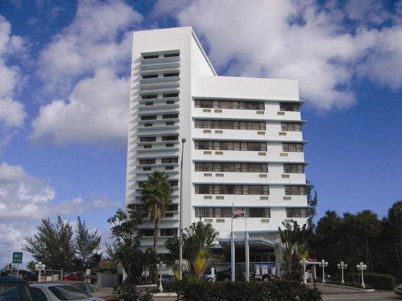 Howard Johnson Plaza Dezerland Beach & Spa