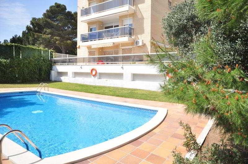 Hoteles con piscina cubierta en miami playa espa a for Hoteles en madrid con piscina cubierta