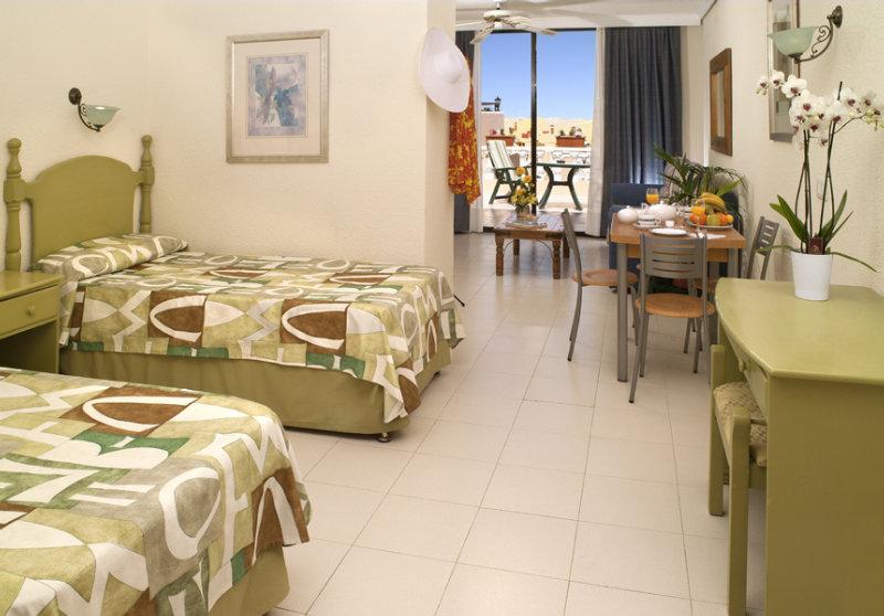 Paradise Court Aparthotel
