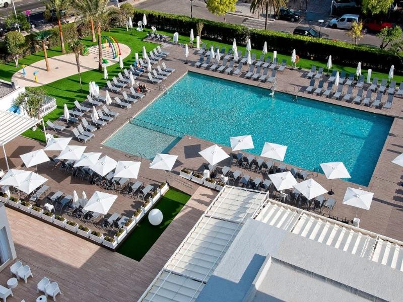 Hotel delfin azul en port de alcudia puerto de alcudia for Piscina delfin madrid