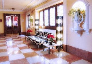http://www.hotelbeds.com/giata/02/026477/026477a_hb_a_006.jpg