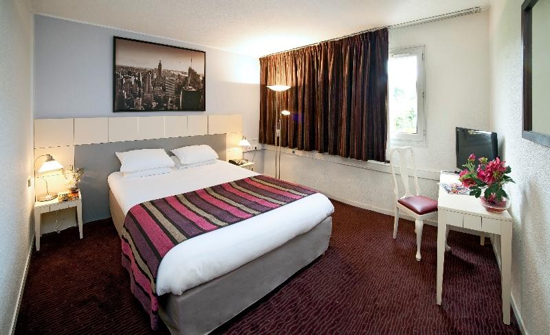 Hotel The Originals Paris Est Golf