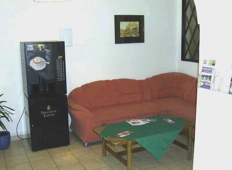 vol budapest billet d 39 avion budapest au d part de milan mil bud. Black Bedroom Furniture Sets. Home Design Ideas