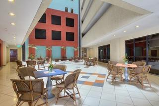 Iate Plaza Hotel
