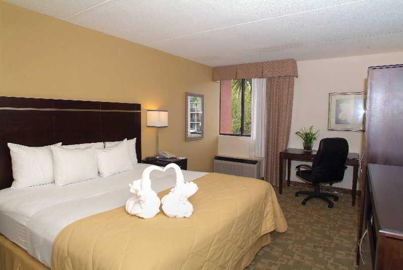 Clarion Inn & Suites Orlando International Drive