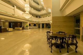 Howard Park Plaza:  Lobby