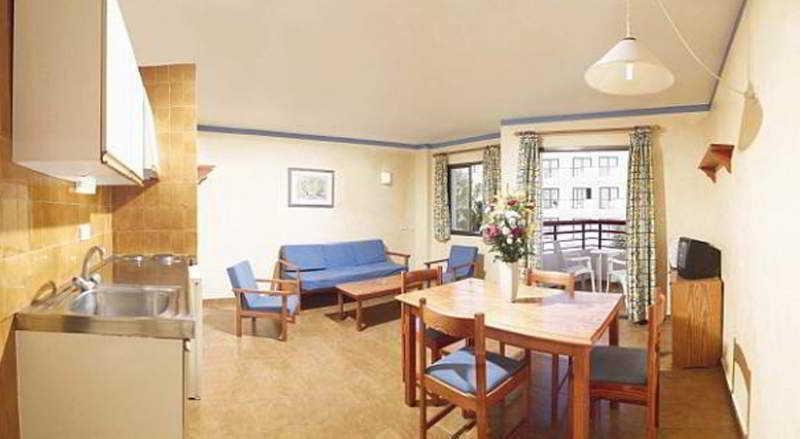 Apartamentos apartamentos xaloc ibiza en bahia sant antoni san antonio bahia - Habitacion en roma torrent ...