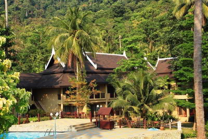 Hotel Bhumiyama Beach Resort