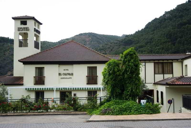 Hoteles con piscina exterior en arnedillo espa a viajes for Hoteles en bilbao con piscina