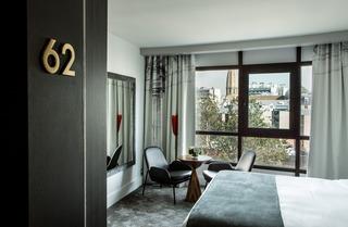 Le Parisis Hotel