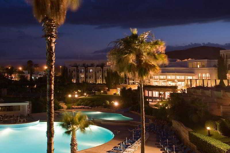 http://www.hotelbeds.com/giata/07/079605/079605a_hb_a_001.jpg