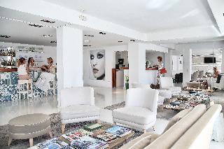 h i s hotel zhero palma. Black Bedroom Furniture Sets. Home Design Ideas