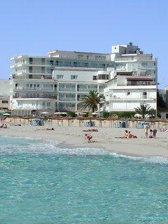 Hoteles con piscina cubierta en s 39 illot espa a viajes el for Hoteles en madrid con piscina cubierta