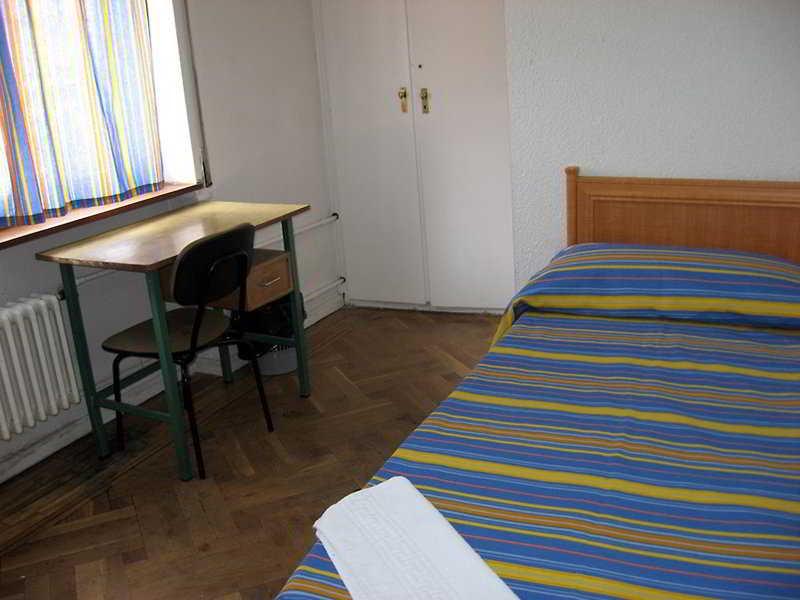 hostal residencia castilla madrid: