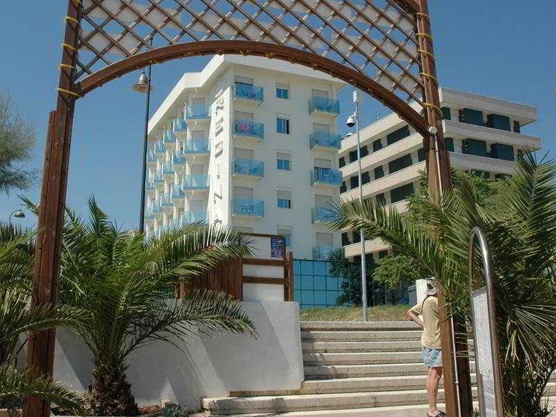 http://www.hotelbeds.com/giata/09/098703/098703a_hb_a_005.jpg