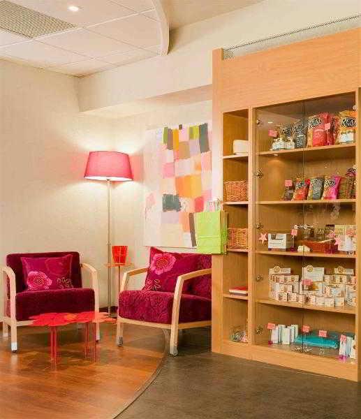 http://www.hotelbeds.com/giata/09/099262/099262a_hb_a_001.jpg