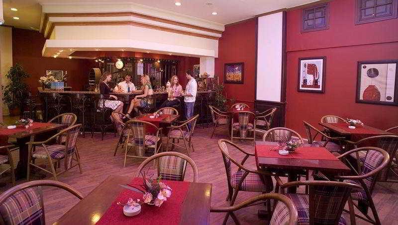 Arabella Hotel:  Bar