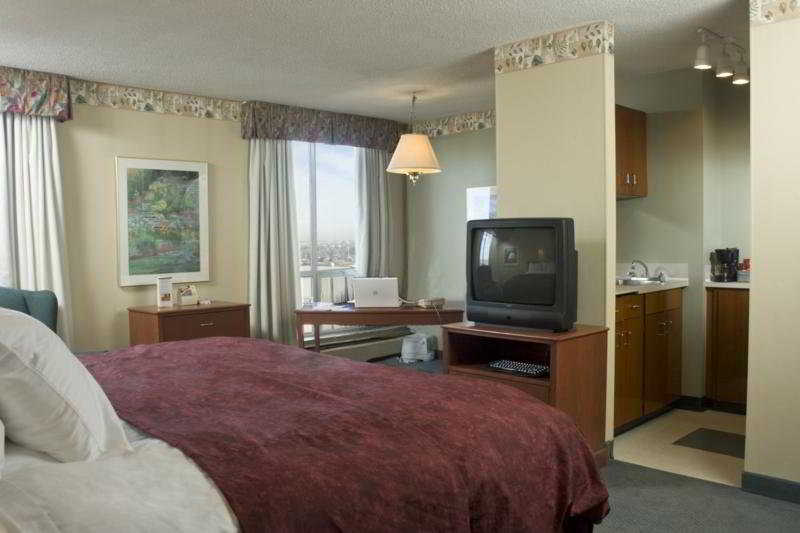 5 Calgary Downtown Suites:  Room