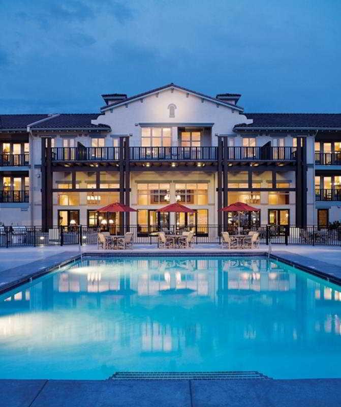 Hoteles en osoyoos viajes olympia madrid for Hoteles especiales madrid