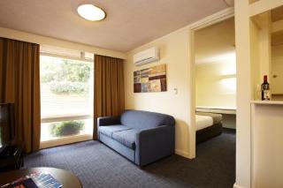 Adelaide Meridien Hotel and Apartments