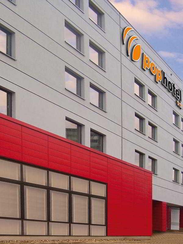 http://www.hotelbeds.com/giata/10/104842/104842a_hb_a_001.jpg