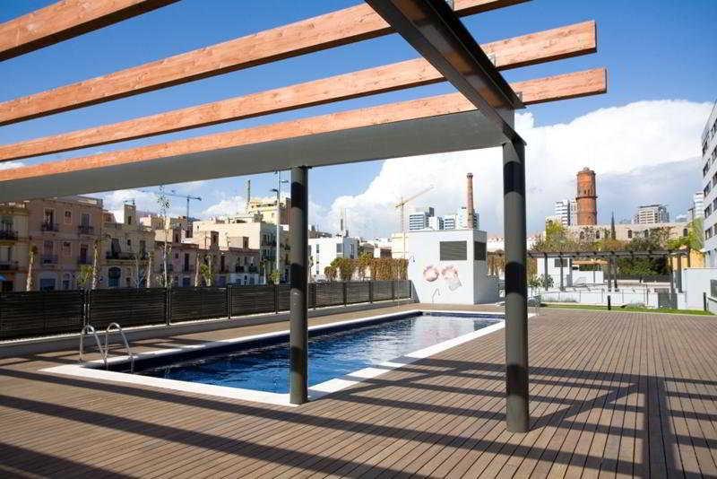 Rent top apartments diagonal mar for Alojamiento en barcelona espana