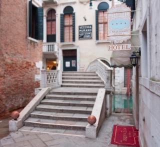 Al Ponte Dei Sospiri Junior Suites in Venice, Italy