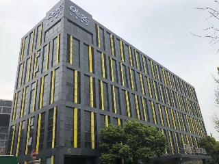 Q Box Hotel (Former Holiday Inn Express Meilong)