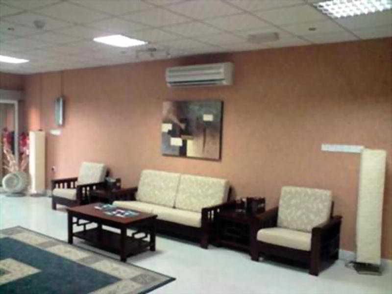 Mutrah Hotel:  Lobby