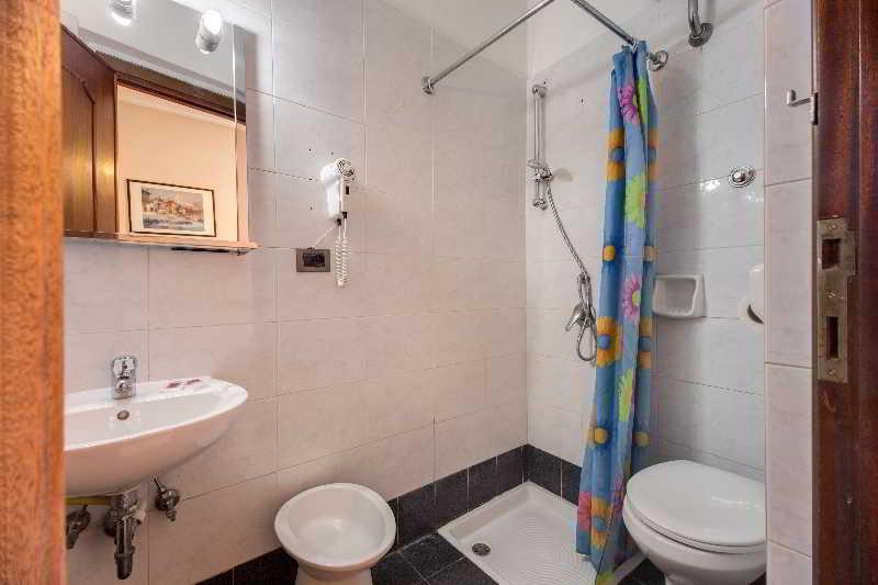 Hotel soggiorno blu hotel en termini railway station for Soggiorno blu roma