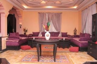 Villa Guest:  Lobby