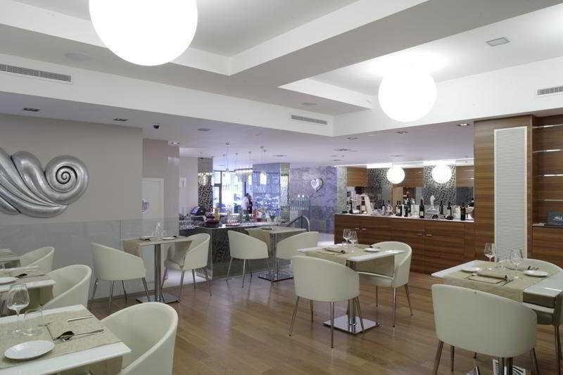 Hotel 4 viale masini hotel design bologna viajes for Hotel design 4 viale masini bologna