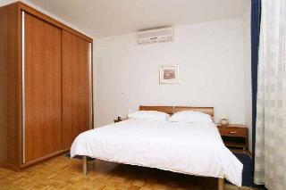 Villa Pucisca Hotel:  Room