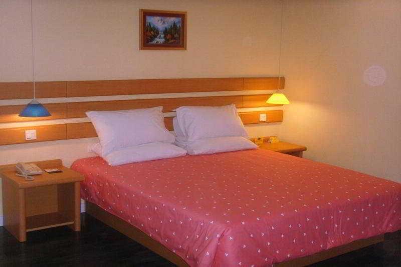Home Inn Tianmendun:  Room