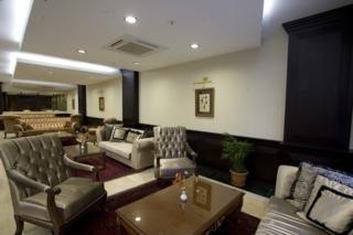 Maywood Hotel -