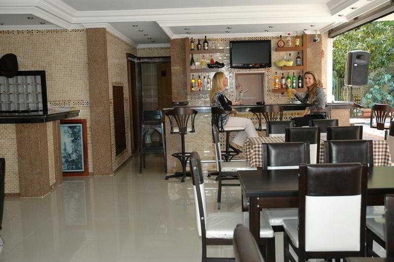 Basil's Apart Hotel -