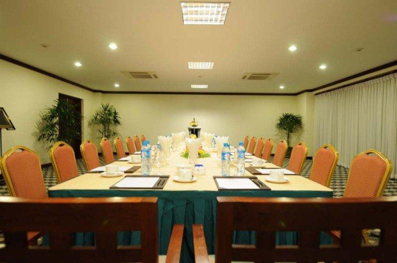 Paradise Angkor Villa Hotel:  Conferences