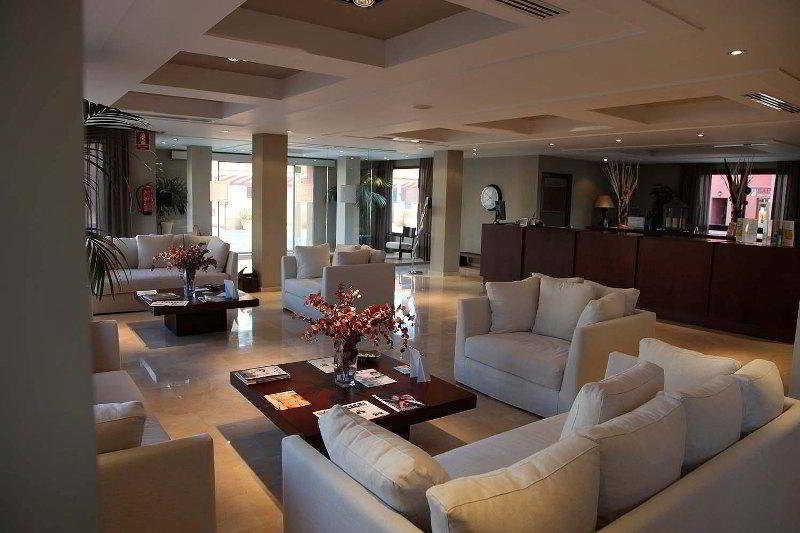 Santa Pola Life and Resorts -