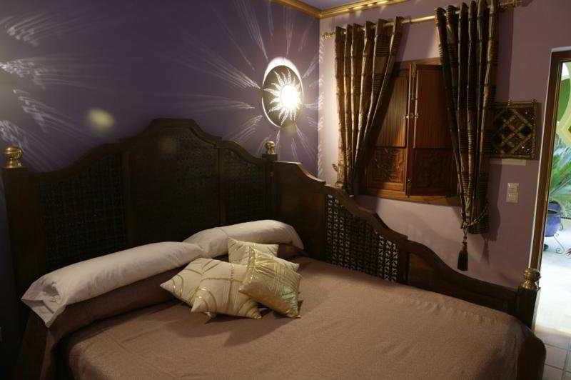 http://www.hotelbeds.com/giata/12/121335/121335a_hb_w_001.jpg