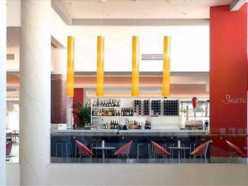Holiday Inn Surfers Paradise:  Bar