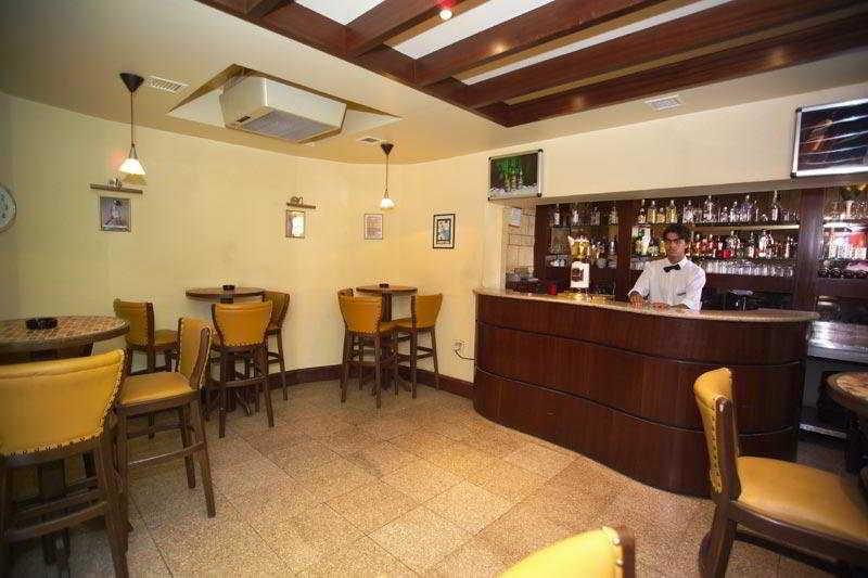 Al Manar Hotel:  Bar